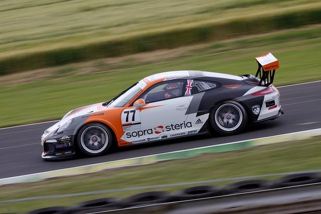 Porsche fait le choix du carburant synthétique